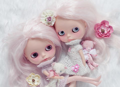 Shabby Chic Twins (Ragazza*) Tags: dolls mohair airbrush shabbychic billetdoux customblythe vintagebears handmadecrochetdresses petitewanderlings vonpinktea handmadepush chaunceymerveilles