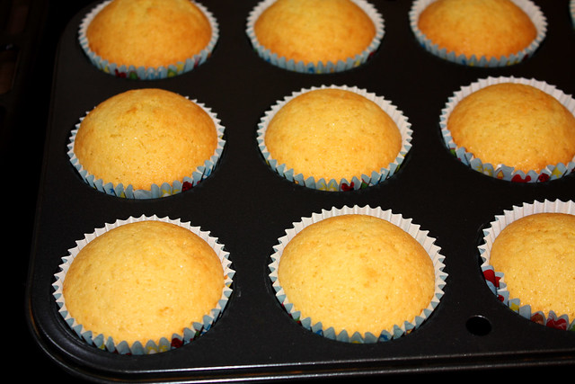 Vanilla Cupcakes - perfectly domed