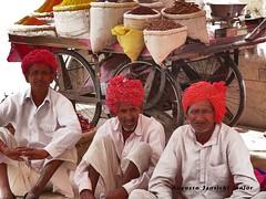 DELHI - INDIA  BY AUGUSTO JANISCKI JUNIOR (AUGUSTO JANISKI JUNIOR) Tags: india indian typical indi augusto 印度 男性 indiai هندی индийская мужчин індійська पुरुषों वेशभूषा janiscki janiski typicalवेशभूषा ชาวอินเดีย डीलरों