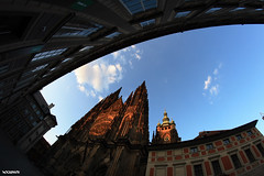 Cat's eye (FOCUS404) Tags: sky canon eos focus prague praha fisheye bleu ciel cs fe 8mm hradany samyang fiseye 400d chteaudeprague pragscastle
