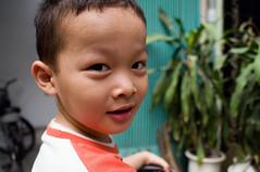 (kuuan) Tags: street boy portrait pentax vietnam mf 20mm manualfocus mir kx pentaxkx mir47k mir47 f2520mm