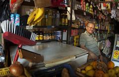 Quitanda (Fotografia de Cotidiano) Tags: frutas rio legumes utenslios vassouras mercearia armazm quitanda subrbio panelas todosossantos temtudo