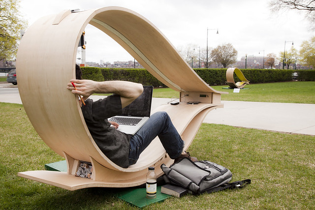 soft rocker a solar powered lounge chair charging station