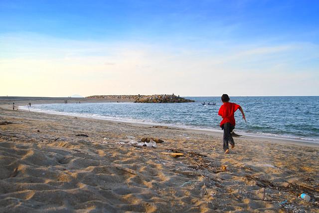 Berlari ke Pantai