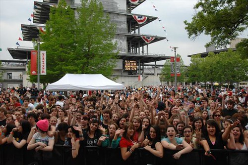 The plaza filled with fans at the All Time Low concert