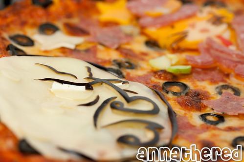 Non-bento #40: Twisp and Catsby pizza