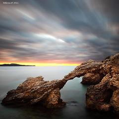 porta al mar (tofercu) Tags: tofercutonifernandez5dmarkii tofercutonifernandez5dmarkii2011marseasantmartidempurieslaportaarcadalarcelarcoblaubluecouldssurtelsolunnoudiacolorsmovimentunaltremónotromundo