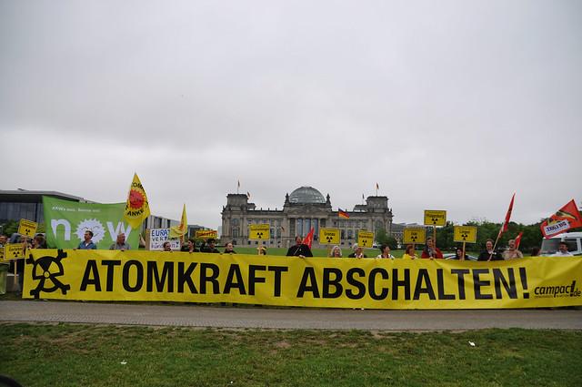 Campact-Atomprotest vor dem Bundestag