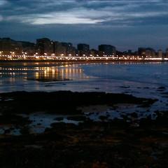Y se hizo de noche (nuska2008) Tags: españa landscape luces mar europa gijón asturias playa rocas reflejos nocturno principadodeasturias horamágica nuska2008 nanebotas