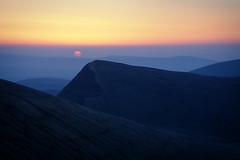 Brecon Beacons Sunrise (Mohain) Tags: mountain wales sunrise breconbeacons penyfan cribyn