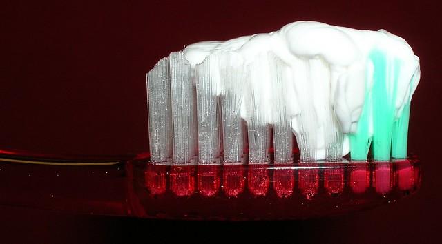 Dentífrico dentro del cepillo