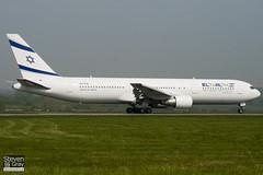 4X-EAL - 27477 - El Al Israel Airlines - Boeing 767-33AER - Luton - 110421 - Steven Gray - IMG_4476