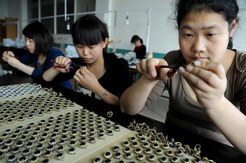 中国工厂批量仿制凯特·米德尔顿订婚戒指(组图)