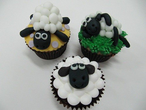 5674739631 778f90ee69 Farm Animals for your Barnyard Cupcakes
