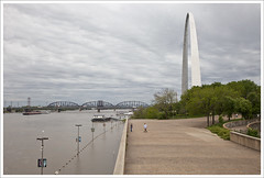 Mississippi River and Arch 2011-05-01
