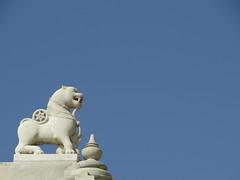 ranakpur jaintemple (gerben more) Tags: statue bluesky india ranakpur rajasthan animal elephant lion temple jaintemple jain