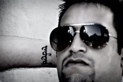 Saïd, Papa ... (MontanaGreen) Tags: blue boy woman sun mer white man black green classic love beach girl nikon friend montana picture class bleu cote plage carry gentleman lunette azur calanque dazur mejan d80 montanagreen solil esuesse
