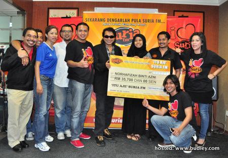 Nurhafizah bersama Team Suria FM