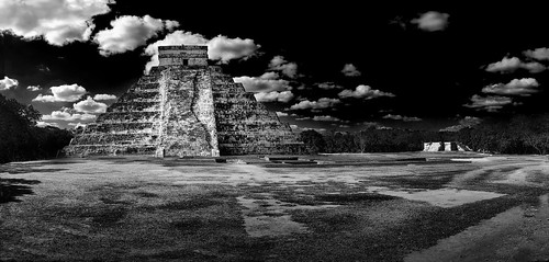 [1] Cancun, Chitzen Itza De Touristed FIXED BW