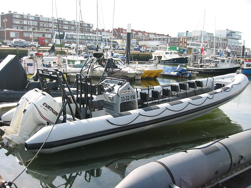 Powerboat Scheveningen: onze 10,5 meter RING rib in de haven van Scheveningen