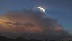 Fim de tarde de Abril (elbragon) Tags: sky sun sol skyline clouds sopaulo down cu bolt nuvens lightning nuvem tarde entardecer crepsculo pinheiros raio elbragon