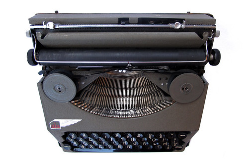 Ala portable typewriter (8)