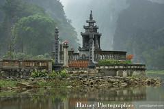 Vietnam Tam Coc 1007 (Hatuey Photographies) Tags: vietnam 2011 nordvietnam ringexcellence ayrphotoscontestancientbuildings hatueyphotographies ©hatueyphotographies