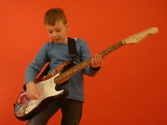 Kind1 mit Stratocaster