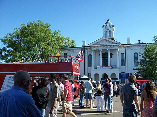 800px-Lafayette_Co_Mississippi_courthouse_during_Double_Decker_Festival