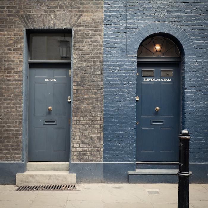 LONDON011, 11ANDAHALF.