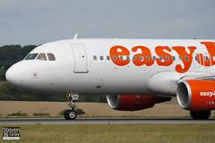 G-EZTC - 3871 - Easyjet - Airbus A320-214 - Luton - 100818 - Steven Gray - IMG_2130