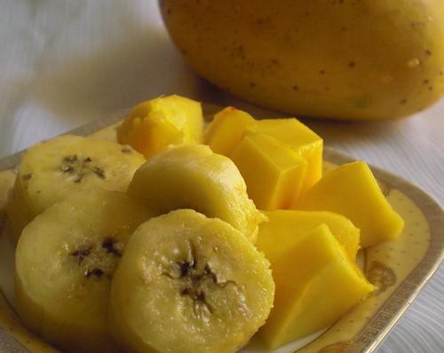 Mango & banana eggless cake