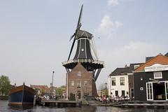 sailing through the centre of Holland (dirk huijssoon) Tags: holland sailing delta riverdelta rhinedelta leuropepittoresque