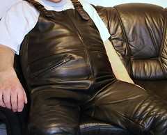 MQP Lederlatzhose (MQP leather bib overall) (Dickie2020) Tags: bear leather fat dick bib chub belly fatty trousers chubby weight thick leder overweight oversize overall fett bauch mqp latz mollig latzhose bergewicht lederlatzhose bergrse moppelig
