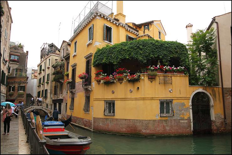 waterway-corner-house