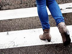 Paso de cebra (aesc_shots) Tags: street blue people woman white black feet blanco azul foot calle gente legs boots candid negro pedestrian jeans paso pies stolen notas malaga vaqueros piernas cebra pasodepeatones peaton 2011 robado thechallengefactory aescshots
