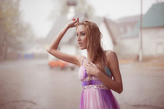 [フリー画像] 人物, 女性, 雨, ドレス, 201105131300