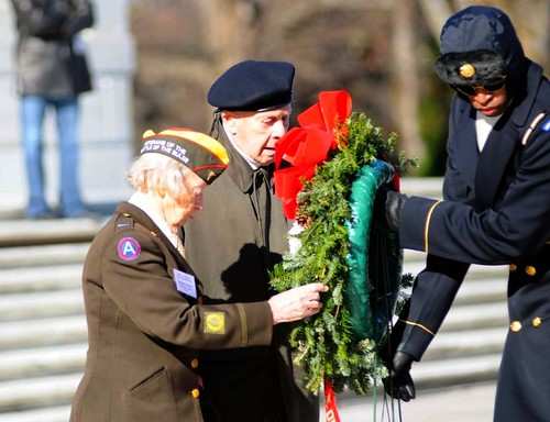 veterans of the Battle of the Bulge lay a wreath in Arlington (by: Larry Zou, creative commons license)