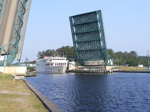 AMERICAN STAR at the Great Bridge