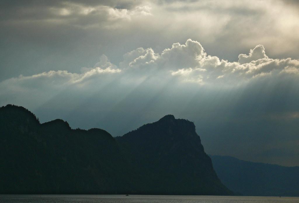 P1020342_Rays_on_Alps