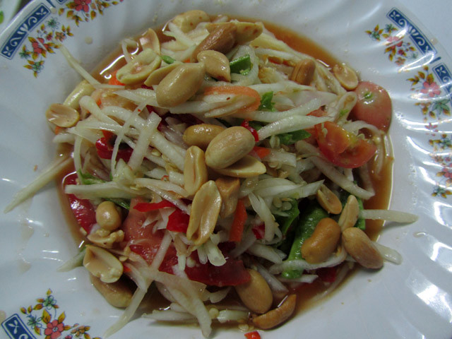 Som Tam Thai (green papaya salad ส้มตำไทย)