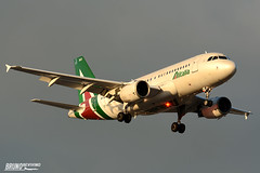 Airbus A319, Alitalia, EI-IMD (DrinkyB) Tags: airbus a319 alitalia eiimd roma rome fiumicini lirf fco nikon nikkor 70300vr d7100