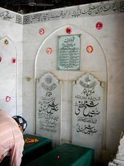 Caliphs graves beside Data Sahib (Qaseem Ahmad) Tags: pakistan green classic tourism grave march nice nikon shrine shot khalifa coolpix punjab lahore masjid mazar caliph darbar datadarbar soofi shaikhhindi