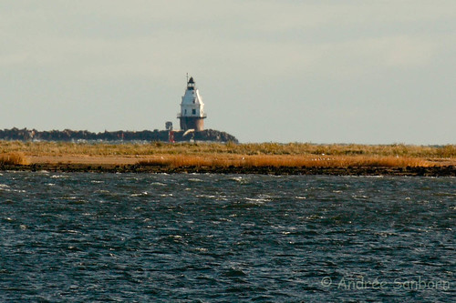 Lighthouse in New Haven Harbor-2.jpg