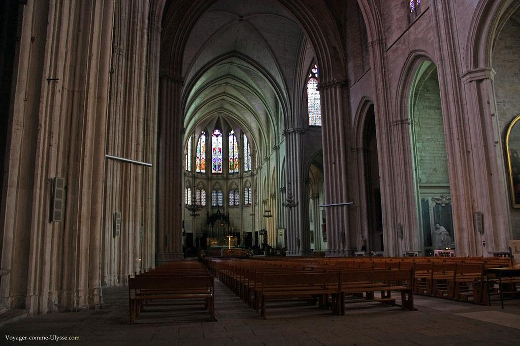 Nef principale de la cathédrale de Montpellier