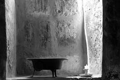 semplicemente (mat56.) Tags: light shadow muro monochrome monocromo ombre minimal per convento minimalismo objet parete bianco arequipa candela nero luce oggetti monastero minimalista santacatalina cella semplicemente mat56
