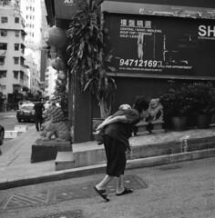 Hong Kong 2010 (BckWht) Tags: rolleiflex hongkong central 香港 35e fujineopan400 中環 xenotar
