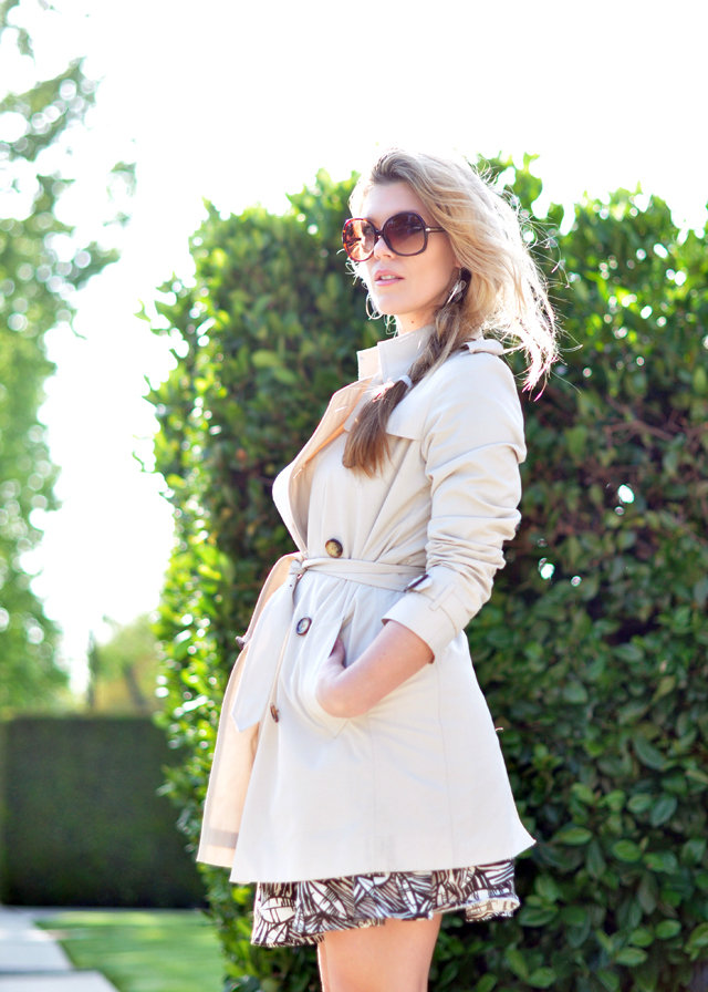 burberry trench coat and big sunglasses ac