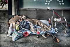 La otra cara de Madrid (durmiendo en la Gran Via) (dleiva) Tags: madrid espaa homeless social via gran domingo leiva sintecho marginacin marginacion reportaje dleiva