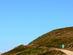 the art of matching colors (toleman.hart) Tags: blue sky italy mountains geotagged lumix europa europe italia running minimal emilia minimalism toscana tao 2009 fz30 appennino emiliaromagna reggio reggioemilia onblue toleman pradarena tolemanhart passodipradarena